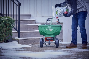 Apply evenly onto the surface to be de-iced at a rate of ¼ -- ½ cup (2 -- 4 oz.) per square yard, depending on the amount of snow and ice present.  Wait 5 -- 10 minutes to give the formula time to loosen the ice from the surface.  Remove melted ice, snow and slush to prevent refreezing.